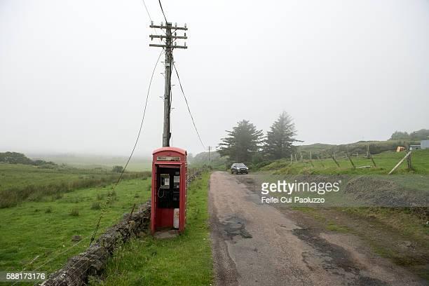 red telephone box near ulva of mull in scotland - islas de gran bretaña fotografías e imágenes de stock