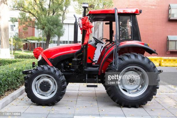 red tractor - liyao xie stockfoto's en -beelden