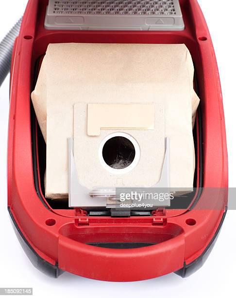 red Staubsauger mit neuen eingefügt filterbag Isoliert