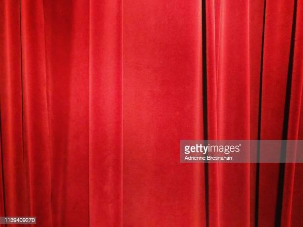 red velvet curtain - ベルベット ストックフォトと画像