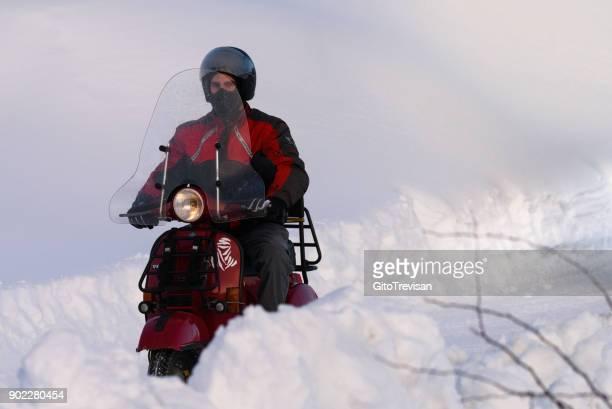 rode vespa in de sneeuw - hoverboard stockfoto's en -beelden