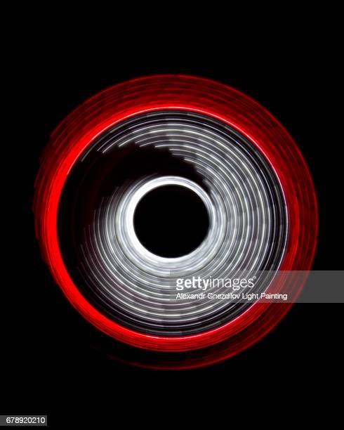 red white abstract circular light painting - luna nera foto e immagini stock