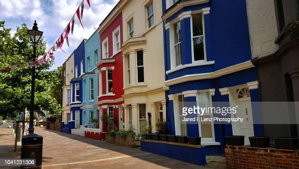 red, white & blue row houses (london) - zweifarbig farbe stock-fotos und bilder
