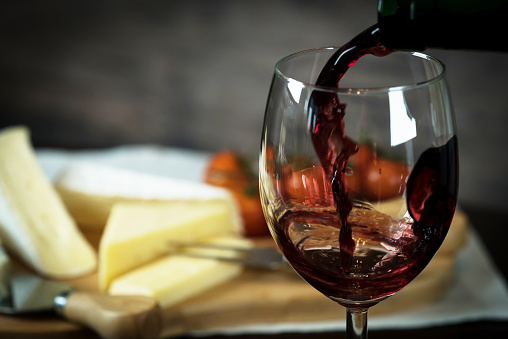 red wine and cheese 918015686