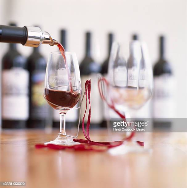 red wine and wine glasses - heidi coppock beard stockfoto's en -beelden