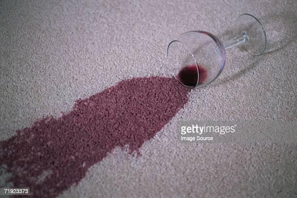 red wine stain on a carpet - wine stain stockfoto's en -beelden