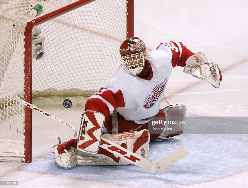 2007 NHL Playoffs - Game Six - San Jose Sharks vs Detroit Red Wings : ニュース写真