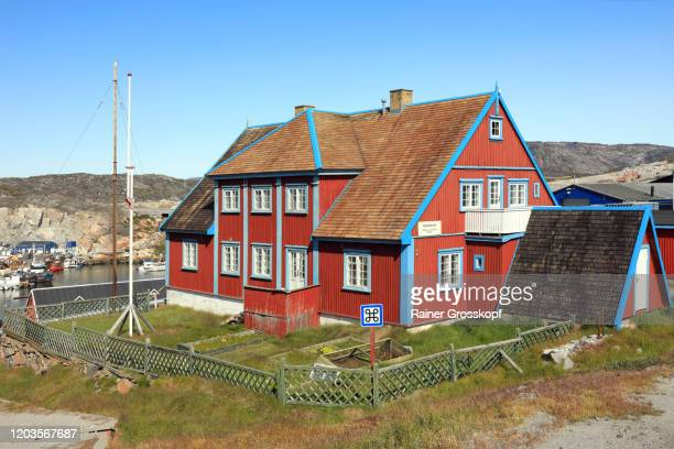 a red wooden building hosting a local art museum - rainer grosskopf stock pictures, royalty-free photos & images