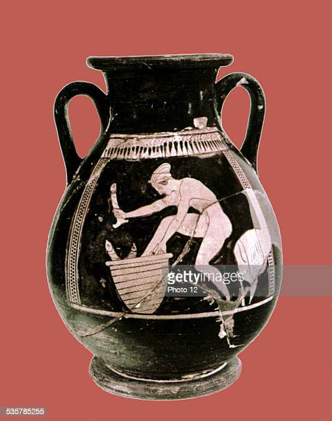 Redfigure attic amphora from Gela Ancient times Anicent Greece Syracuse Museum