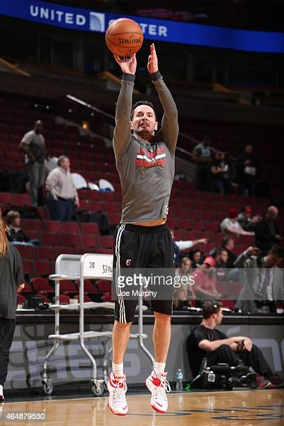 J Redick of the Los Angeles Clippers warms up before the game against the Chicago Bulls on March 1 2015 at United Center in Chicago Illinois NOTE TO...