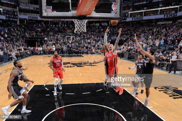 Redick of the New Orleans Pelicans shoots the ball to give the Pelicans the lead against the Sacramento Kings on January 4 2020 at Golden 1 Center in...
