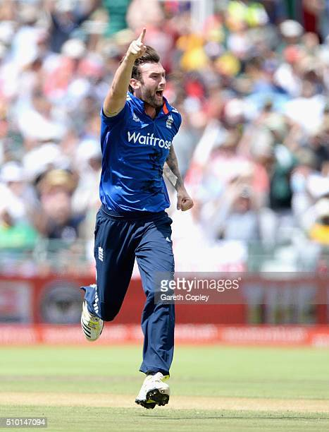 Reece Topley of England celebrates dismissing Faf du Plessis of South Africa during the 5th Momentum ODI match between South Africa and England at...