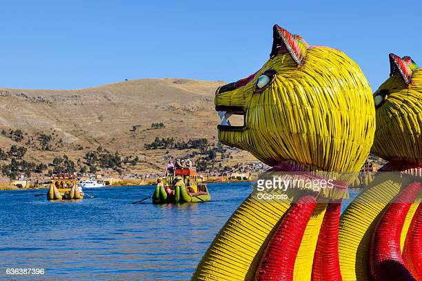 reed boat carrying tourists on lake titicaca, peru - ogphoto stock pictures, royalty-free photos & images