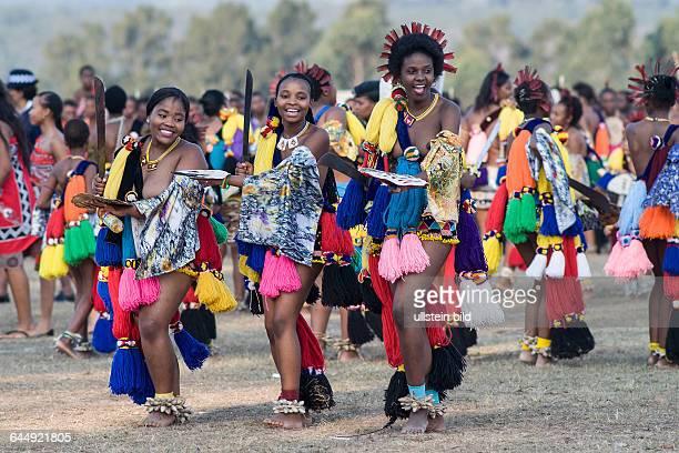 Reeddance 2014 1 Prinzessin und 2 Mädchen tanzen