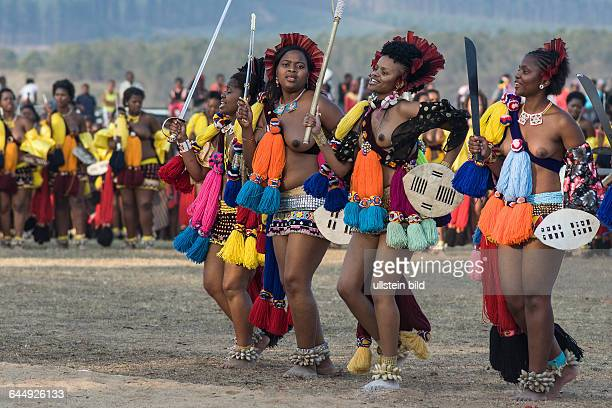 Reeddance 2014 Prinzessin Sikhanyisozweite von rechts Tanzend