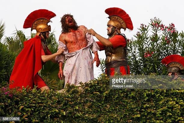 reenactment of passion of jesus christ at holy land experience - jesus blood stock pictures, royalty-free photos & images