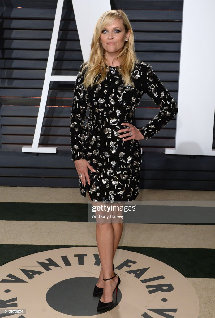 Reese Witherspoon attends the 2017 Vanity Fair Oscar Party hosted by Graydon Carter at Wallis Annenberg Center for the Performing Arts on February 26, 2017 in Beverly Hills, California.