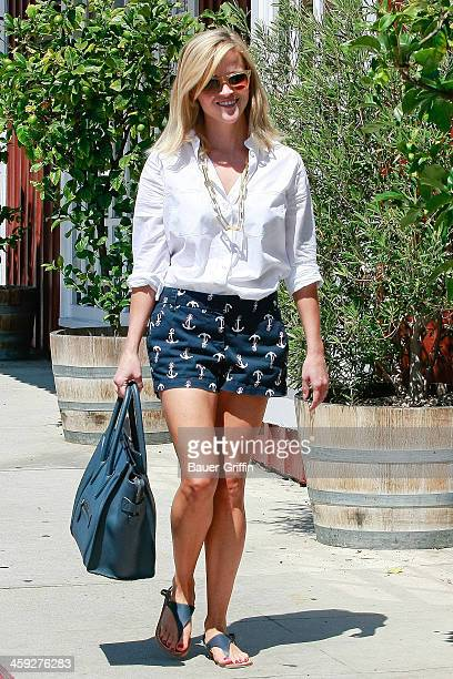 Reese Witherspoon walks to the country market in Brentwood on September 07 2013 in Los Angeles California