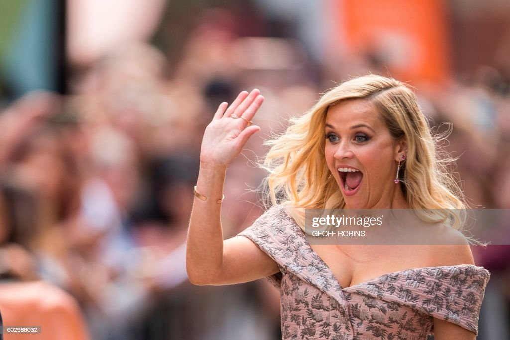 Reese Witherspoon waves to fans at the premiere of Sing at the Toronto International Film Festival in Toronto, Ontario, September 11, 2016. /