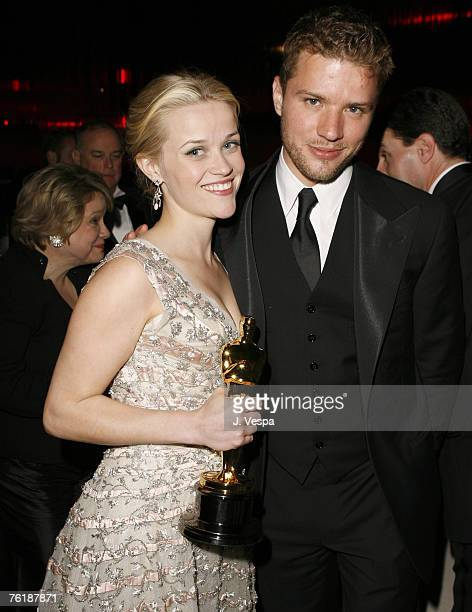Reese Witherspoon winner Best Actress in a Leading Role for Walk the Line and husband Ryan Phillippe