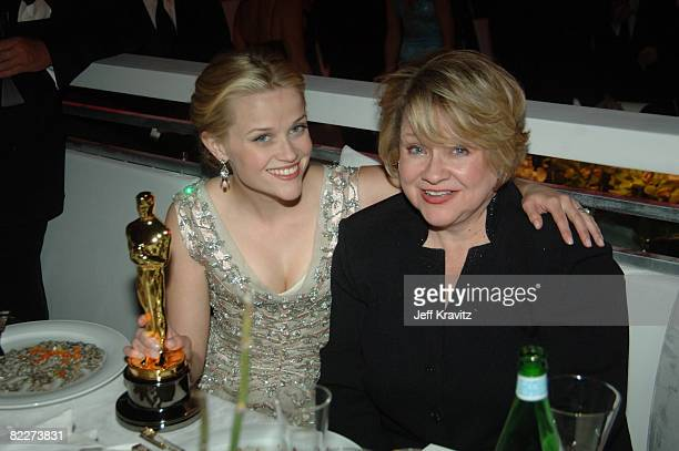 Reese Witherspoon winner Best Actress in a Leading Role for Walk the Line and Betty Witherspoon mother