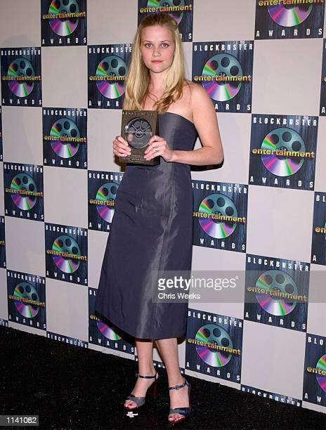 Reese Witherspoon winner of 'Favorite Supporting Actress Drama/Romance' poses for photographers at the Sixth Annual Blockbuster Entertainment Awards...