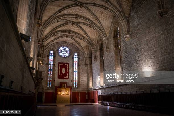 refectory of the cathedral of pamplona - pamplona stock pictures, royalty-free photos & images