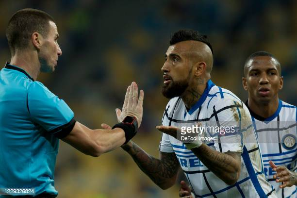 Referee and Arturo Vidal of Internazionale speak during the UEFA Champions League Group B stage match between Shakhtar Donetsk and FC Internazionale...