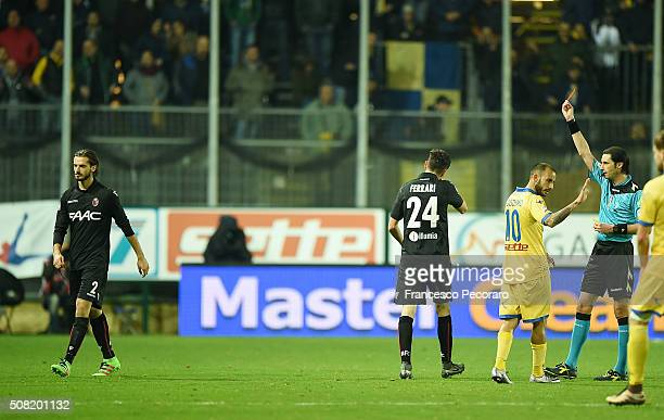Referee Andrea Gervasoni shows the red card to Marios Oikonomou during the Serie A match between Frosinone Calcio and Bologna FC at Stadio Matusa on...
