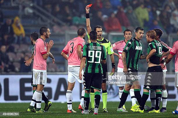 Referee Andrea Gervasono shows the red card to Giorgio Chiellini of Juventus FC during the Serie A match between US Sassuolo Calcio and Juventus FC...