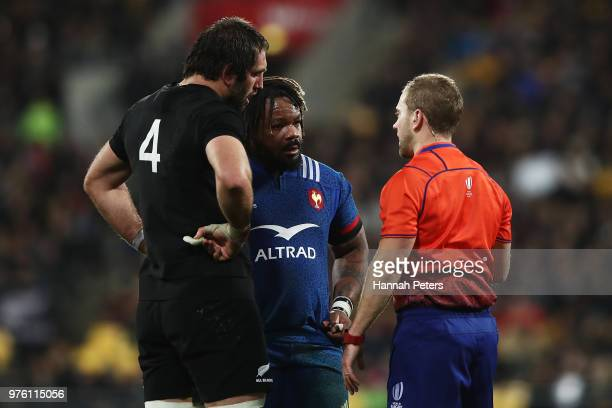 Referee Angus Gardner of Australia talks to Mathieu Bastareaud of France and Samuel Whitelock of the All Blacks during the International Test match...
