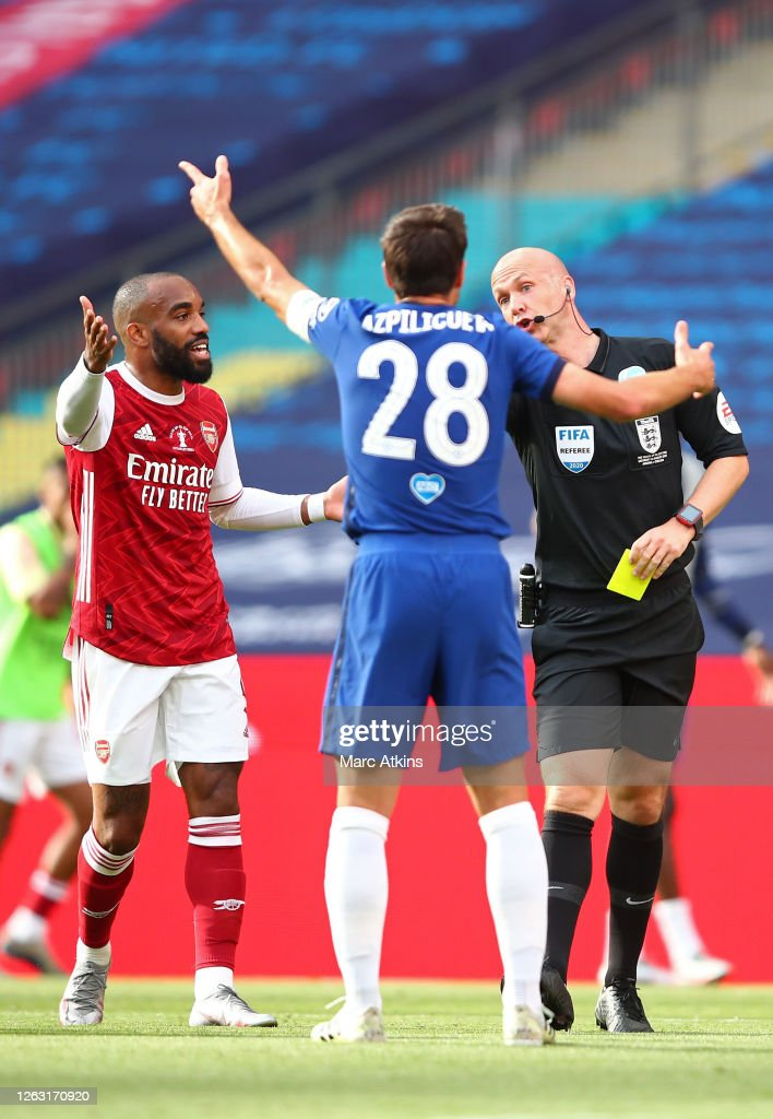 Referee Anthony Taylor awards Cesar Azpilicueta of Chelsea a ...