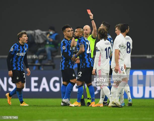 Referee Anthony Taylor gives a red card to Arturo Vidal of Internazionale during the UEFA Champions League Group B stage match between FC...
