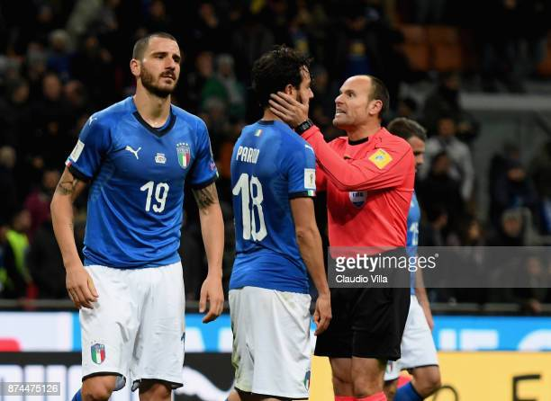 Referee Antonio Mateu Lahoz and Marco Parolo of Italy of Italy chat at the end of the FIFA 2018 World Cup Qualifier PlayOff Second Leg between Italy...