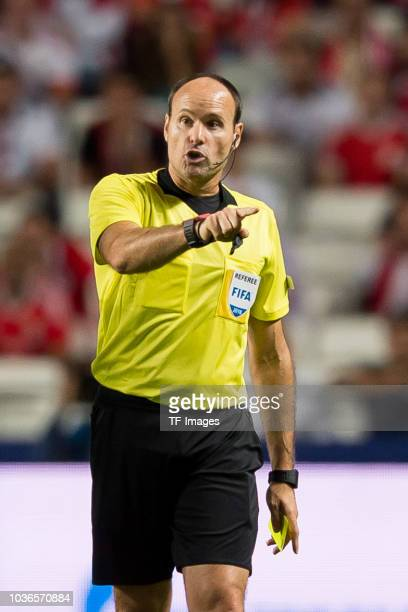 Referee Antonio Mateu Lahoz gestures during the UEFA Champions League Group E match between SL Benfica and FC Bayern Muenchen at Estadio da Luz on...