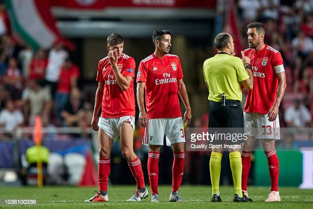 Referee Antonio Mateu Lahoz talks with Jardel Nivaldo and Andre Almeida of Benfica during the Group E match of the UEFA Champions League between SL...