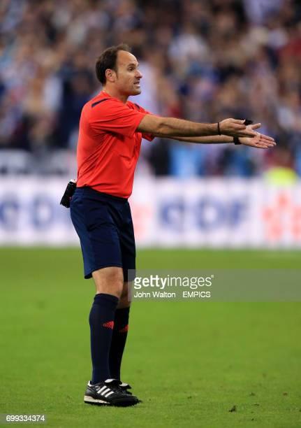 Referee Antonio Miguel Mateu Lahoz