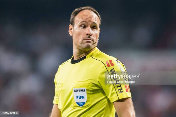 Referee Antonio Miguel Mateu Lahoz reacts during the La Liga 201718 match between Real Madrid and Real Betis at Estadio Santiago Bernabeu on 20...