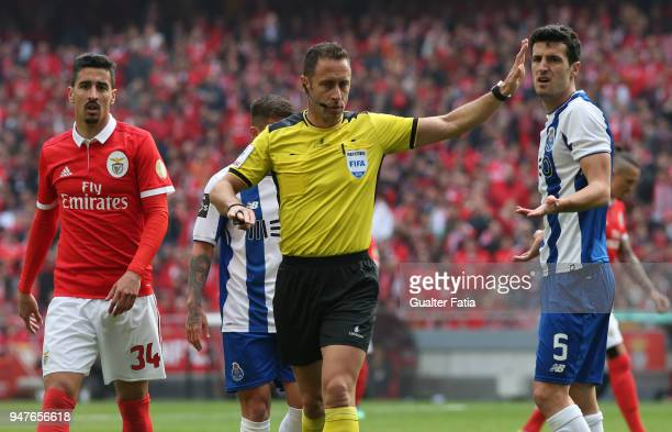 Referee Artur Soares Dias in action during the Primeira Liga match between SL Benfica and FC Porto at Estadio da Luz on April 15 2018 in Lisbon...