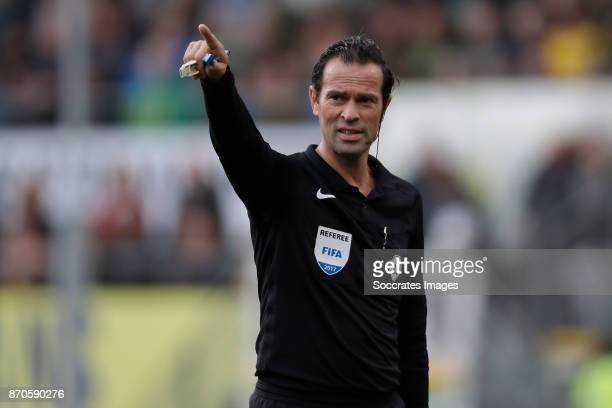 referee Bas Nijhuis during the Dutch Eredivisie match between ADO Den Haag v Feyenoord at the Cars Jeans Stadium on November 5 2017 in Den Haag...