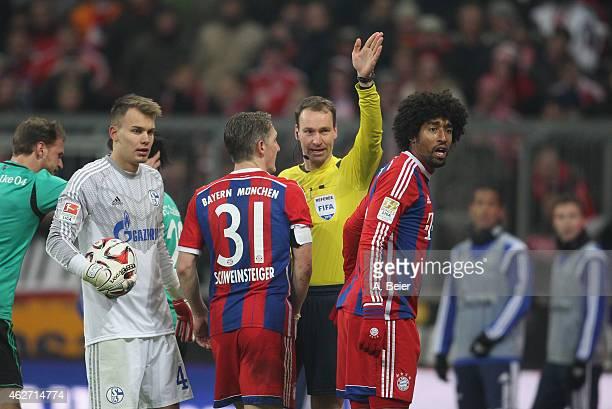 Referee Bastian Dankert gestures as he rules a Bayern Muenchen goal offside as Schalke's goalkeeper Fabian Giefer and Bayern Muenchen's Bastian...