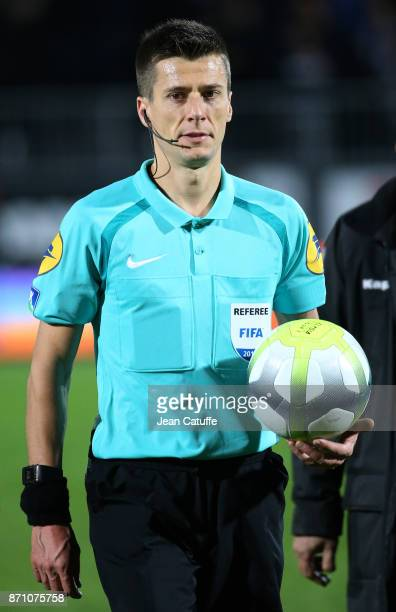 Referee Benoit Bastien during the French Ligue 1 match between Angers SCO and Paris Saint Germain at Stade Raymond Kopa on November 4 2017 in Angers...