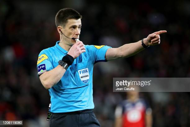 Referee Benoit Bastien during the Ligue 1 match between Lille OSC and Olympique Lyonnais at Stade Pierre Mauroy on March 8, 2020 in Villeneuve d'Ascq...