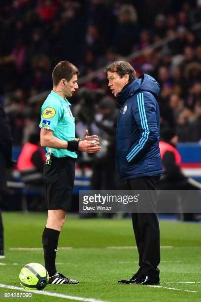 Referee Benoit Bastien speaks to Marseille coach Rudi Garcia during the Ligue 1 match between Paris Saint Germain and Olympique Marseille at Parc des...