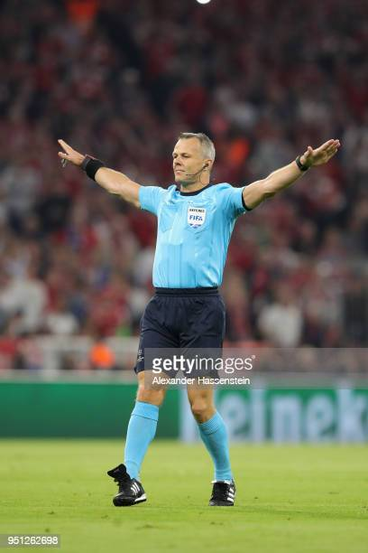 Referee Bjoern Kuipers reacts during the UEFA Champions League Semi Final First Leg match between Bayern Muenchen and Real Madrid at the Allianz...