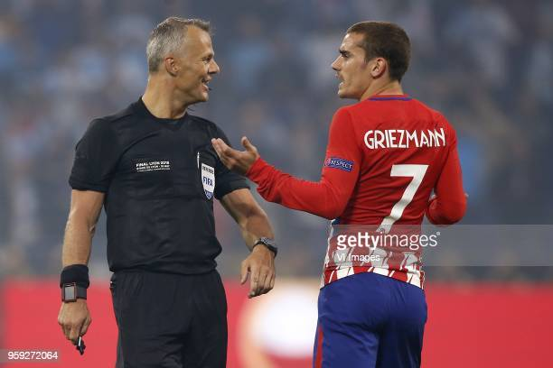 referee Bjorn Kuipers Antoine Griezmann of Club Atletico de Madrid during the UEFA Europa League final match between Olympique Marseille and Atletico...