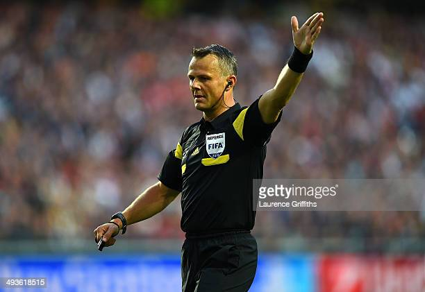 Referee Bjorn Kuipers gives instructions during the UEFA Champions League Final between Real Madrid and Atletico de Madrid at Estadio da Luz on May...