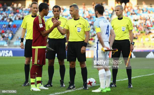 Referee Bjorn Kuipers shakes hands with captains Yangel Herrera of Venezuela and Lewis Cook of England prior to the FIFA U20 World Cup Korea Republic...