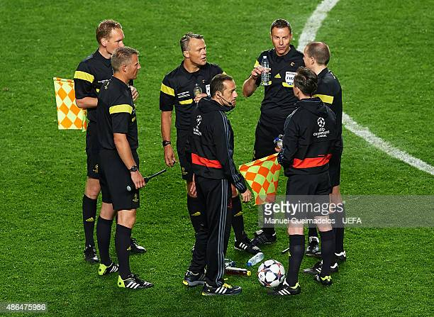 Referee Bjorn Kuipers talks to his assistants during the UEFA Champions League Final between Real Madrid CF and Club Atletico de Madrid on May 24...