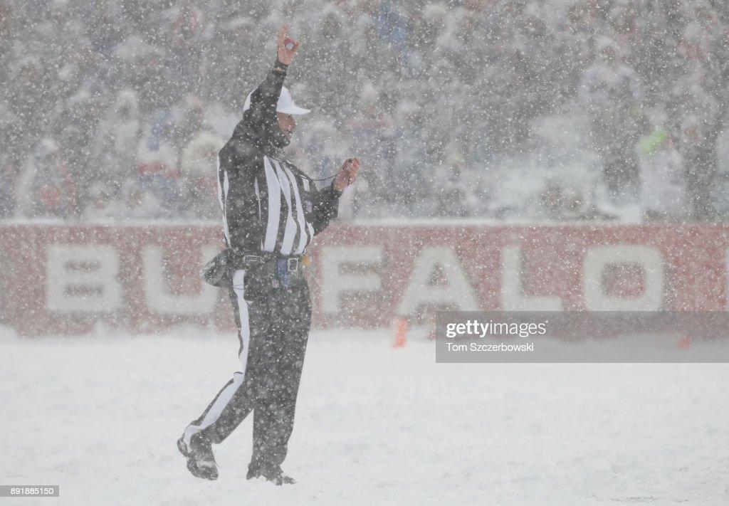 Indianapolis Colts v Buffalo Bills : News Photo
